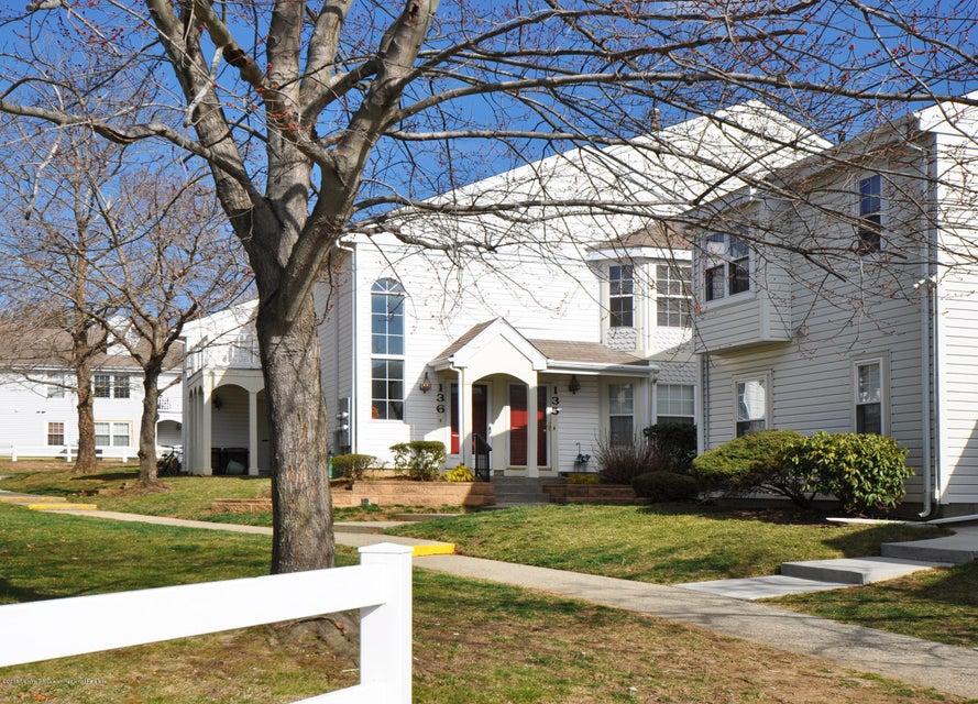 Condominio por un Alquiler en 136 Tulip Lane 136 Tulip Lane Freehold, Nueva Jersey 07728 Estados Unidos