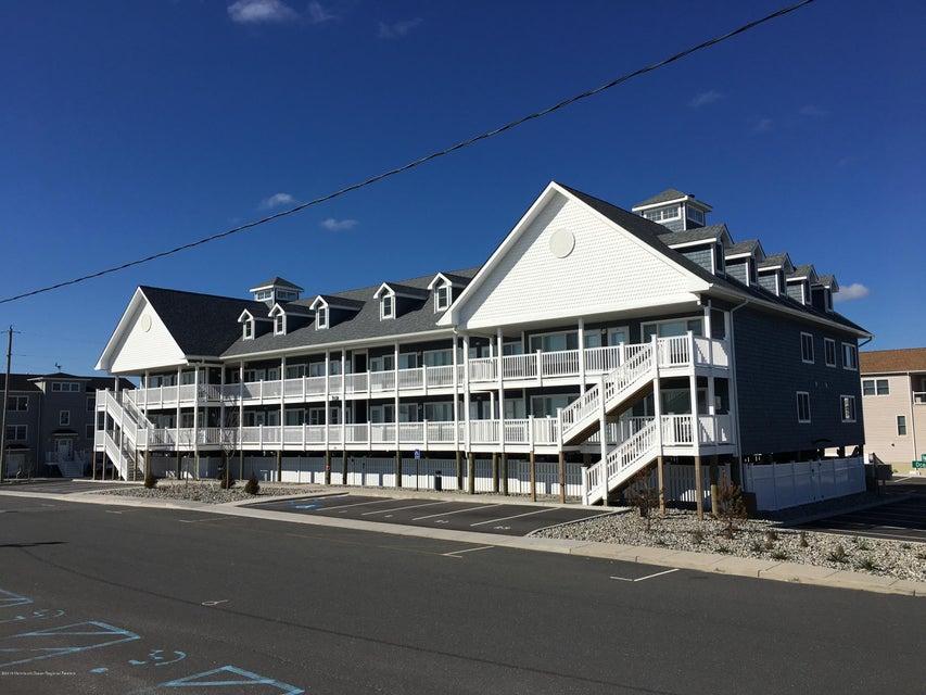 Condominio por un Alquiler en 1935 Ocean Avenue 1935 Ocean Avenue Ortley Beach, Nueva Jersey 08751 Estados Unidos