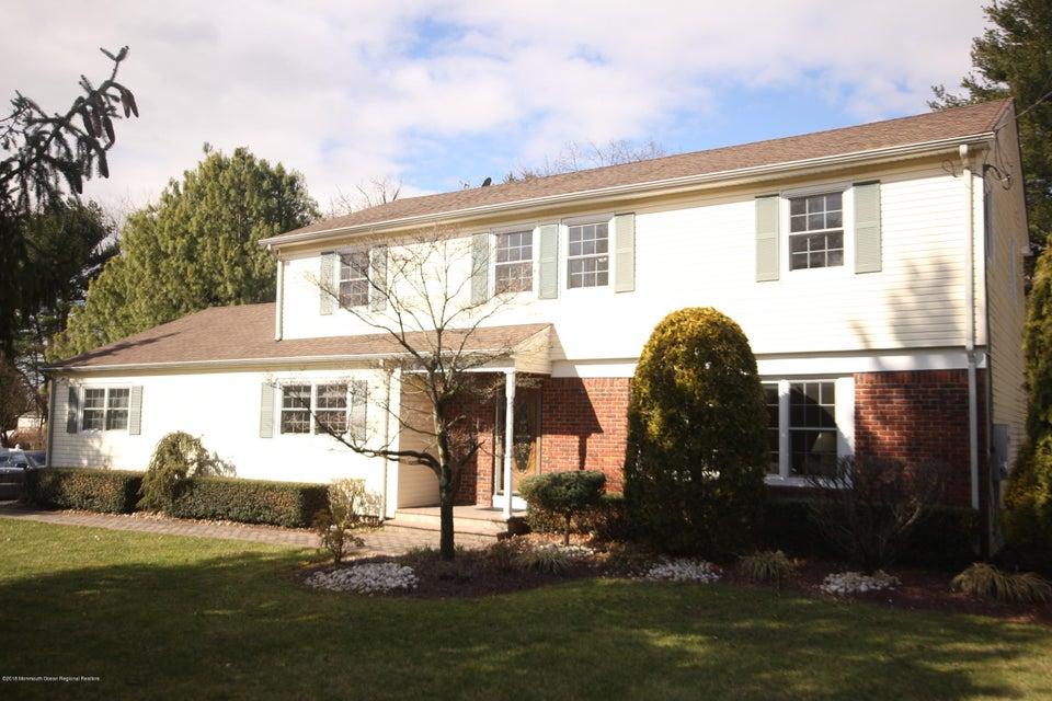 Maison unifamiliale pour l Vente à 831 Middletown Lincroft Road 831 Middletown Lincroft Road Middletown, New Jersey 07748 États-Unis