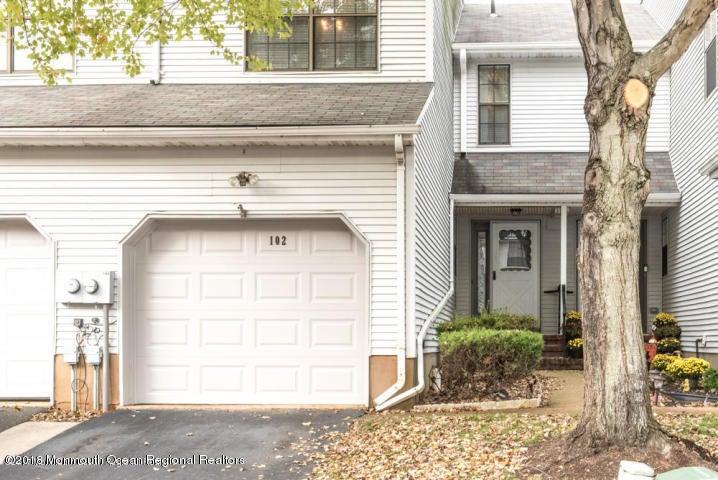 Appartement en copropriété pour l à louer à 102 Chestnut Way 102 Chestnut Way Manalapan, New Jersey 07726 États-Unis