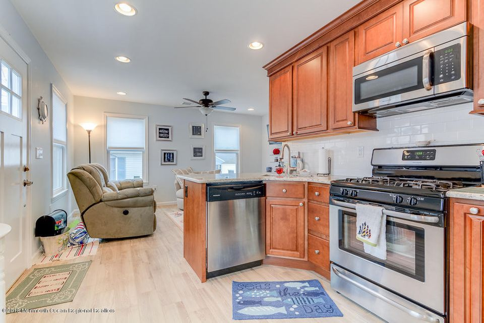 Additional photo for property listing at 24 Barnegat Way 24 Barnegat Way Lavallette, New Jersey 08735 États-Unis