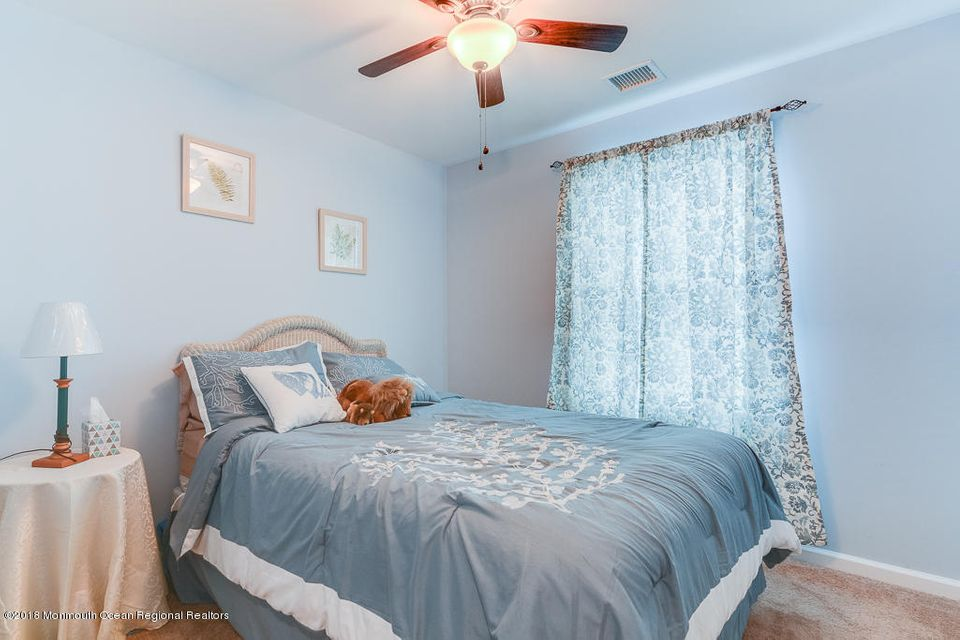 Additional photo for property listing at 24 Barnegat Way 24 Barnegat Way Lavallette, New Jersey 08735 Vereinigte Staaten