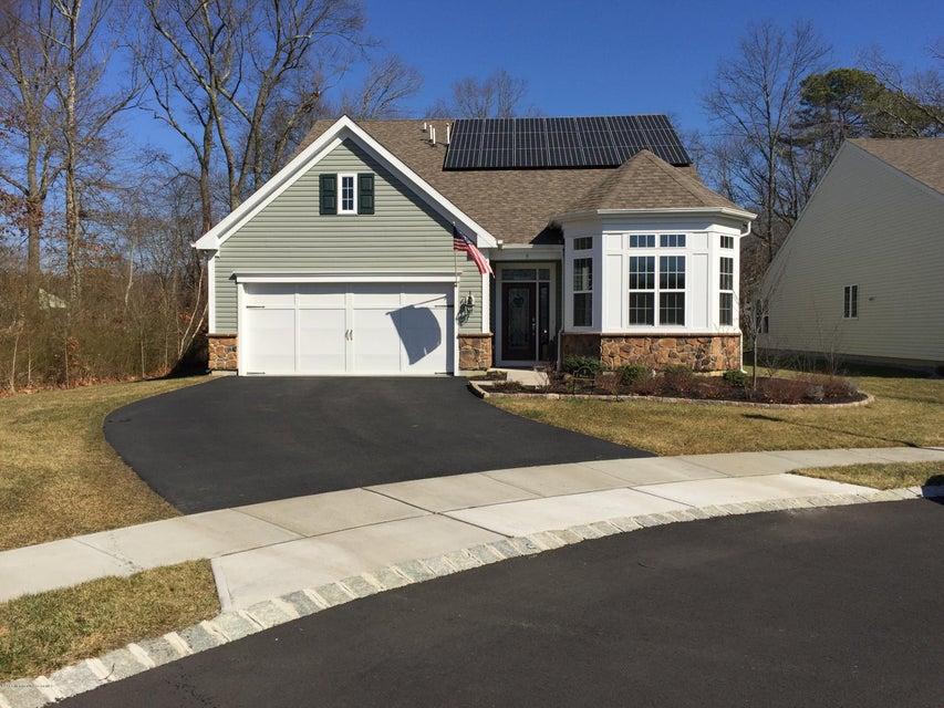 獨棟家庭住宅 為 出售 在 9 Warwick Court 9 Warwick Court Farmingdale, 新澤西州 07727 美國