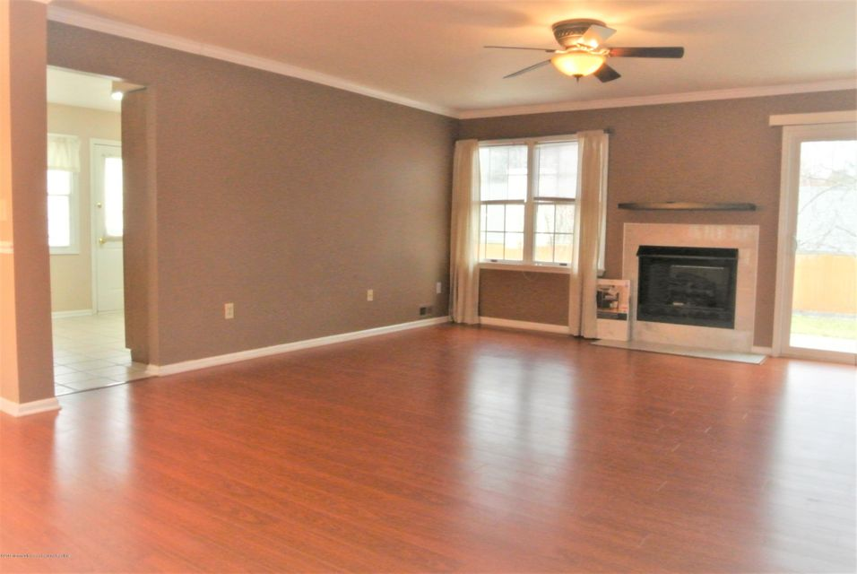 Additional photo for property listing at 136 Ravenwood Boulevard 136 Ravenwood Boulevard Barnegat, 新澤西州 08005 美國