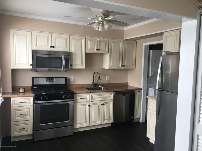 Casa para uma família para Venda às 67 Barker Avenue 67 Barker Avenue Shrewsbury Township, Nova Jersey 07724 Estados Unidos