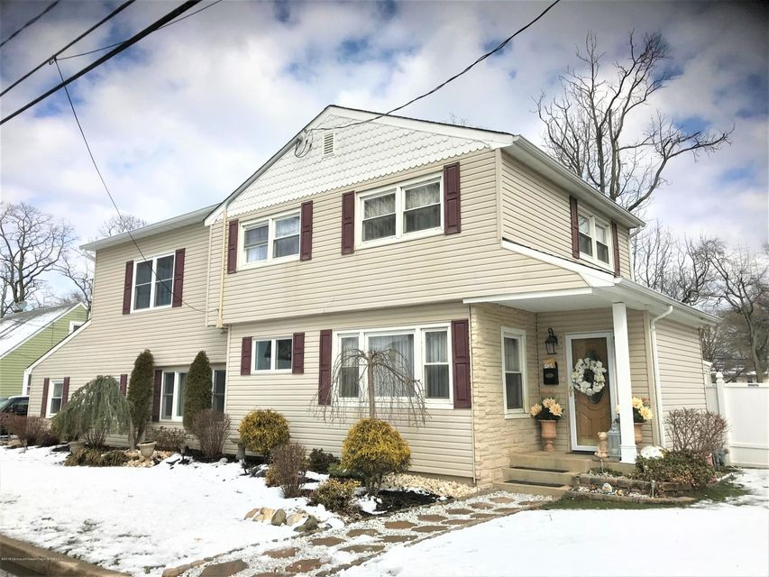 Single Family Home for Sale at 52 Baldwin Avenue 52 Baldwin Avenue North Middletown, New Jersey 07748 United States
