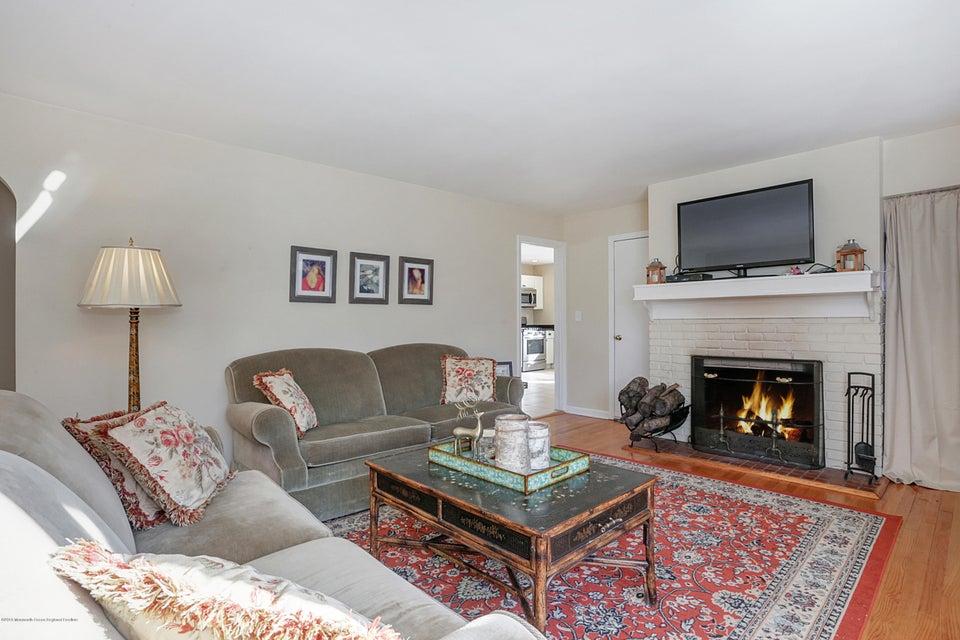 獨棟家庭住宅 為 出售 在 26 Demmert Avenue 26 Demmert Avenue Locust, 新澤西州 07760 美國
