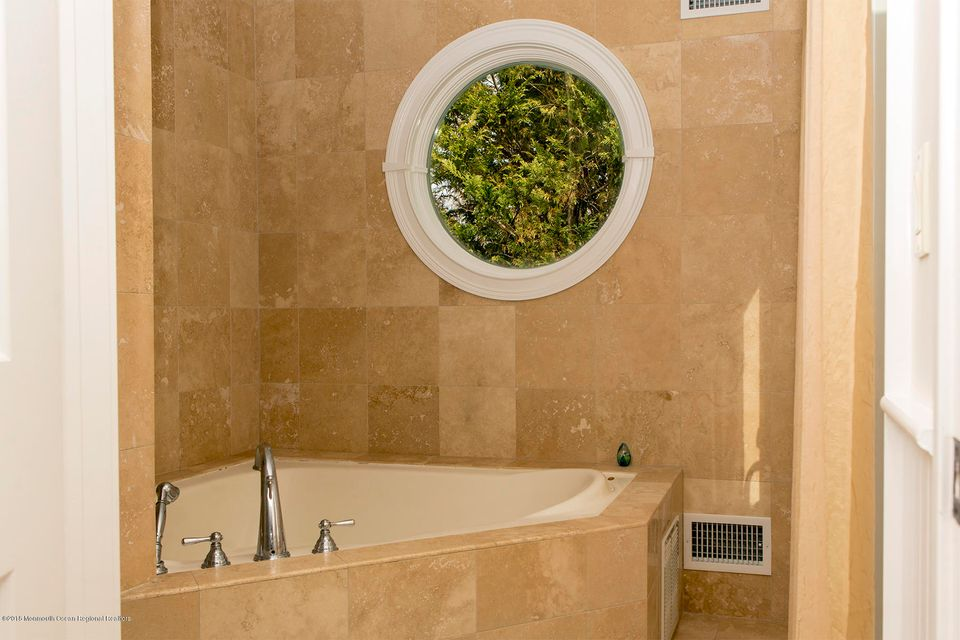 Jacuzzi tub/Shower in Master Bathroom
