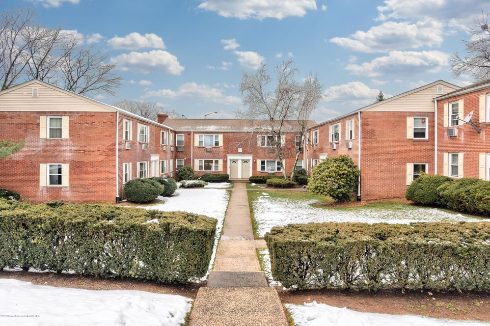 Casa para uma família para Venda às 72 Fox Road 72 Fox Road Edison, Nova Jersey 08817 Estados Unidos