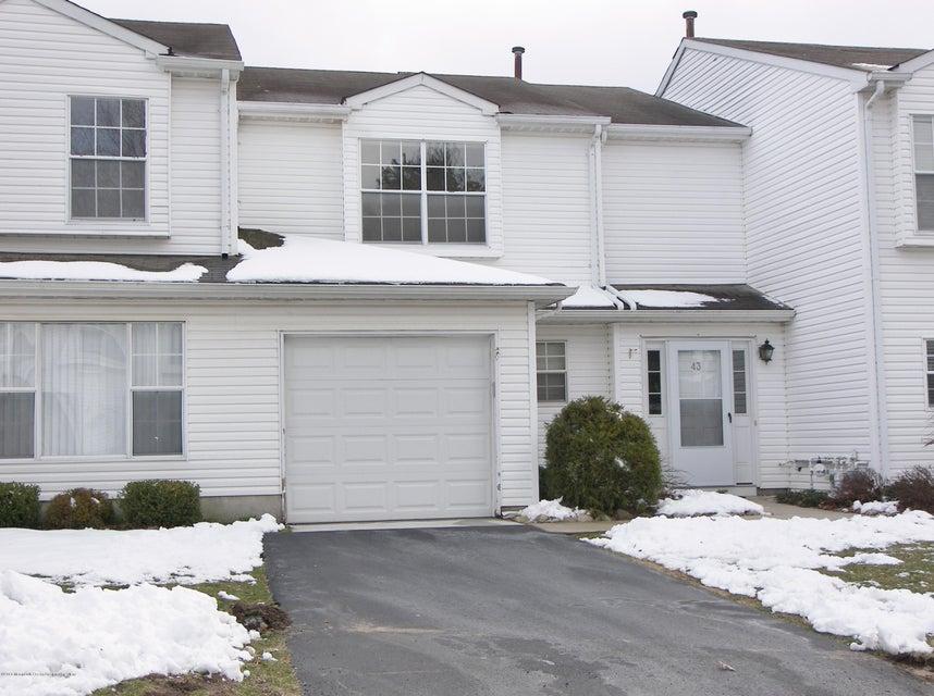 Condomínio para Arrendamento às 43 Pointe Circle 43 Pointe Circle Tinton Falls, Nova Jersey 07753 Estados Unidos