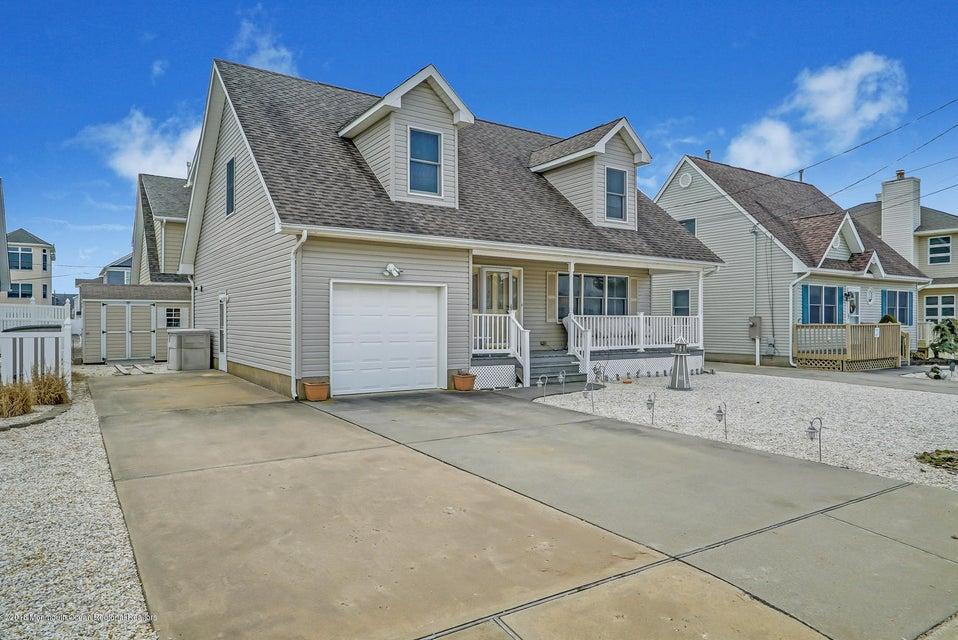 Maison unifamiliale pour l Vente à 103 Midway Avenue 103 Midway Avenue South Seaside Park, New Jersey 08752 États-Unis
