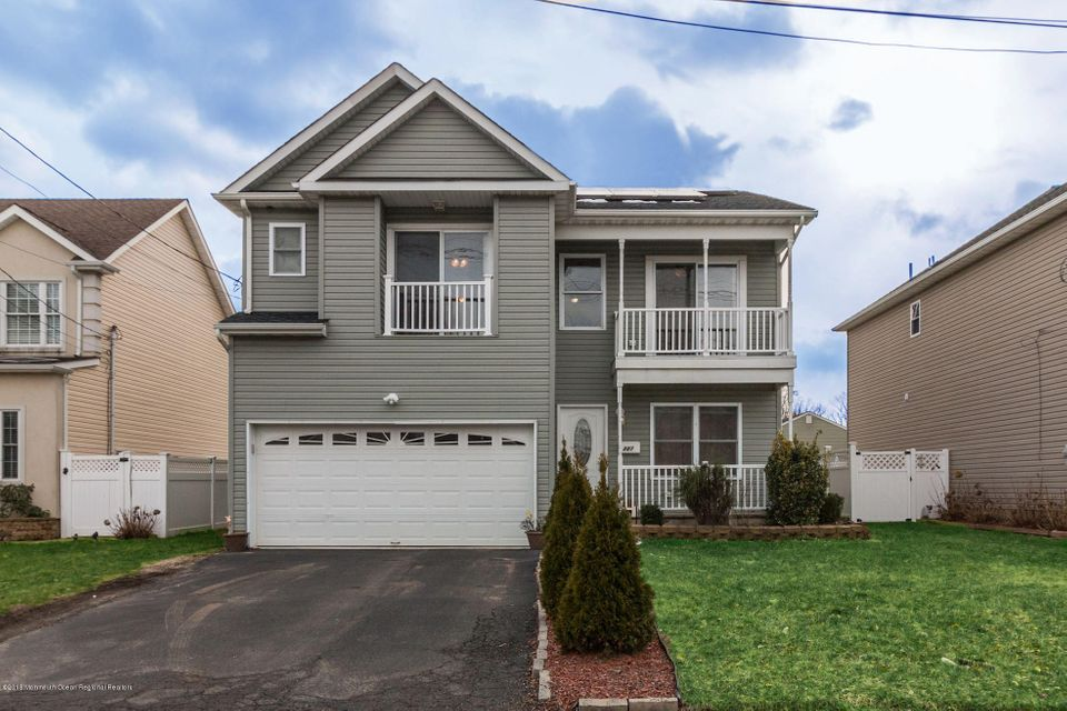 Single Family Home for Sale at 227 Orchard Street 227 Orchard Street Keyport, New Jersey 07735 United States