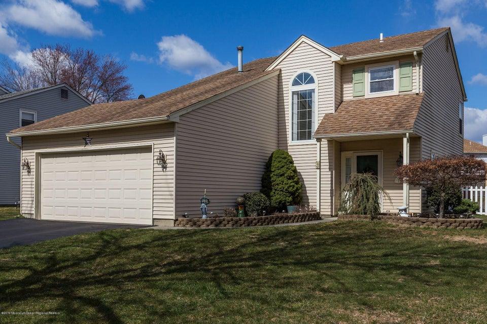 Maison unifamiliale pour l Vente à 10 Cripple Creek Road 10 Cripple Creek Road Howell, New Jersey 07731 États-Unis