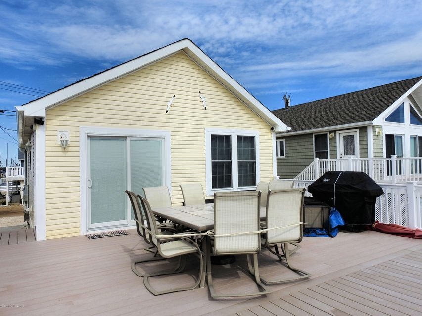 3286  Seaview Road - Picture 4