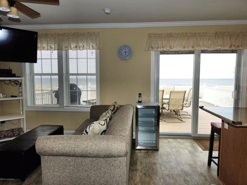 3286  Seaview Road - Picture 9