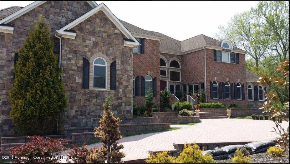 Частный односемейный дом для того Продажа на 111 Hidden Pond Court 111 Hidden Pond Court Manalapan, Нью-Джерси 07726 Соединенные Штаты