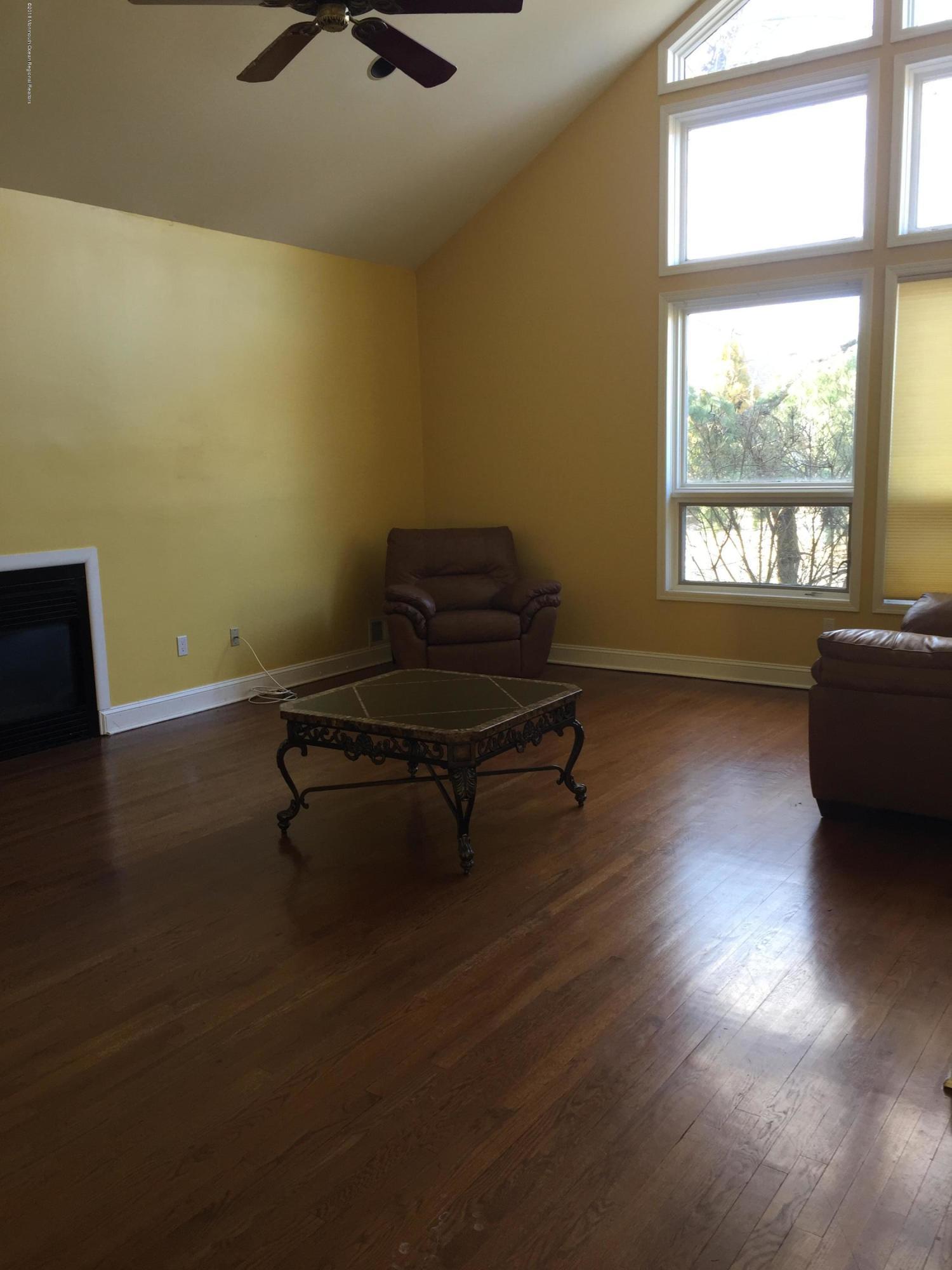 獨棟家庭住宅 為 出售 在 300 Crimson Circle 300 Crimson Circle Oakhurst, 新澤西州 07755 美國