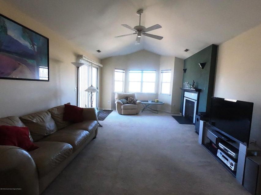 Casa para uma família para Venda às 251 Dorset Court 251 Dorset Court Piscataway, Nova Jersey 08854 Estados Unidos