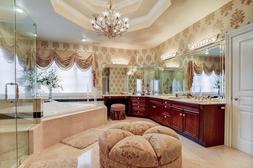039_Master Bathroom
