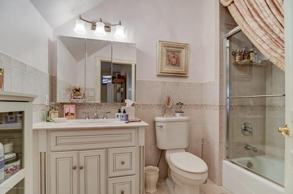 042_Bathroom