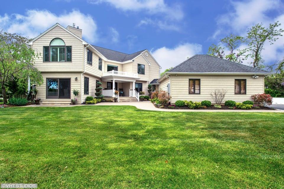 独户住宅 为 销售 在 37 Mohawk Avenue 37 Mohawk Avenue Oceanport, 新泽西州 07757 美国