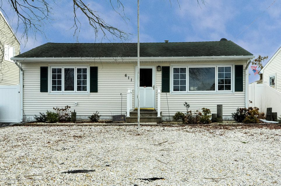 一戸建て のために 賃貸 アット 611 Laurel Boulevard 611 Laurel Boulevard Lanoka Harbor, ニュージャージー 08734 アメリカ合衆国