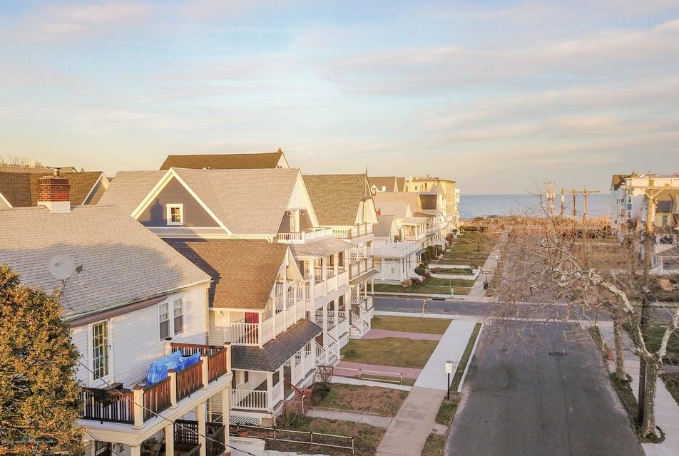 Частный односемейный дом для того Продажа на 19 Bath 19 Bath Ocean Grove, Нью-Джерси 07756 Соединенные Штаты