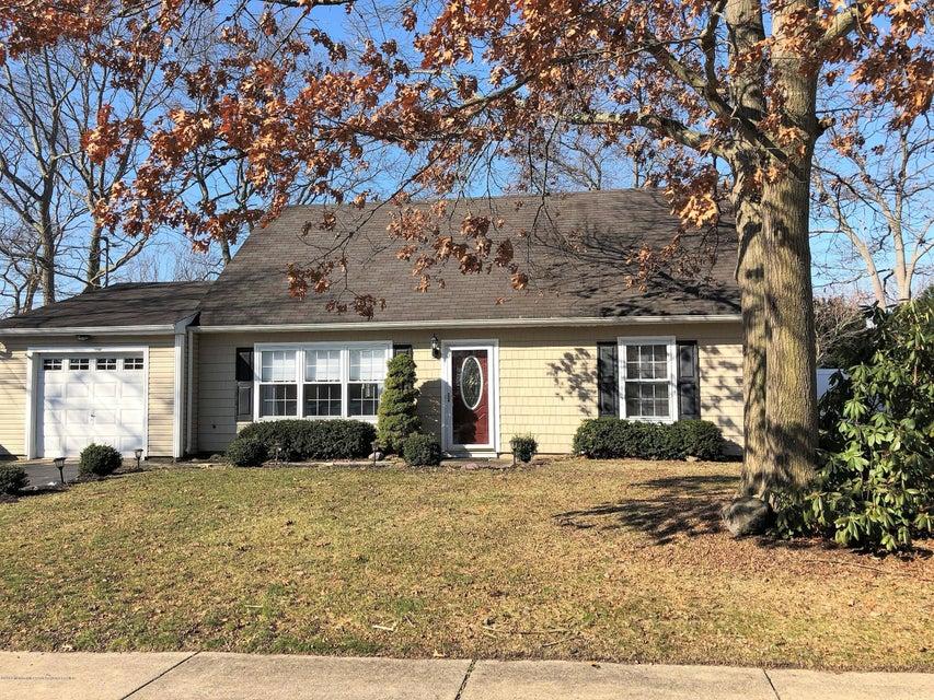 Maison unifamiliale pour l Vente à 91 Newtons Corner Road 91 Newtons Corner Road Howell, New Jersey 07731 États-Unis
