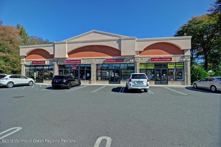 商用 為 出售 在 1709 Highway 35 1709 Highway 35 Oakhurst, 新澤西州 07755 美國
