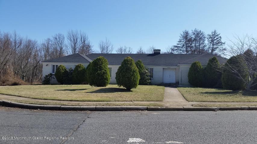 独户住宅 为 销售 在 21 Bridle Drive 21 Bridle Drive 朗布兰奇, 新泽西州 07764 美国
