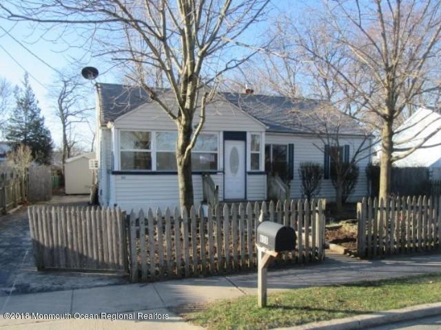 Casa para uma família para Venda às 608 Chestnut Street 608 Chestnut Street Lakehurst, Nova Jersey 08733 Estados Unidos