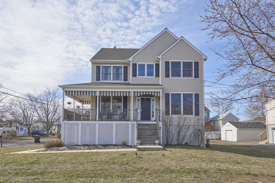 Maison unifamiliale pour l Vente à 19 Griggs Avenue 19 Griggs Avenue Port Monmouth, New Jersey 07758 États-Unis