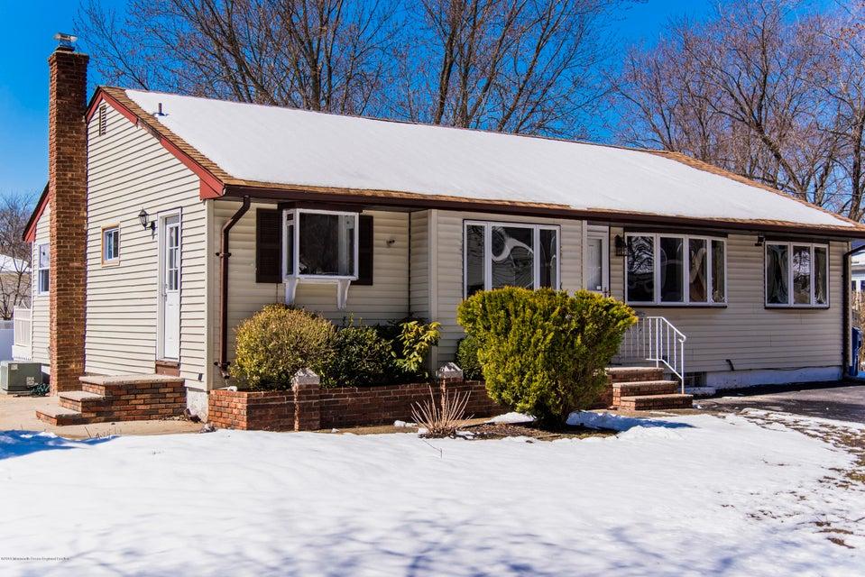 Maison unifamiliale pour l Vente à 560 Sherman Avenue 560 Sherman Avenue Belford, New Jersey 07718 États-Unis
