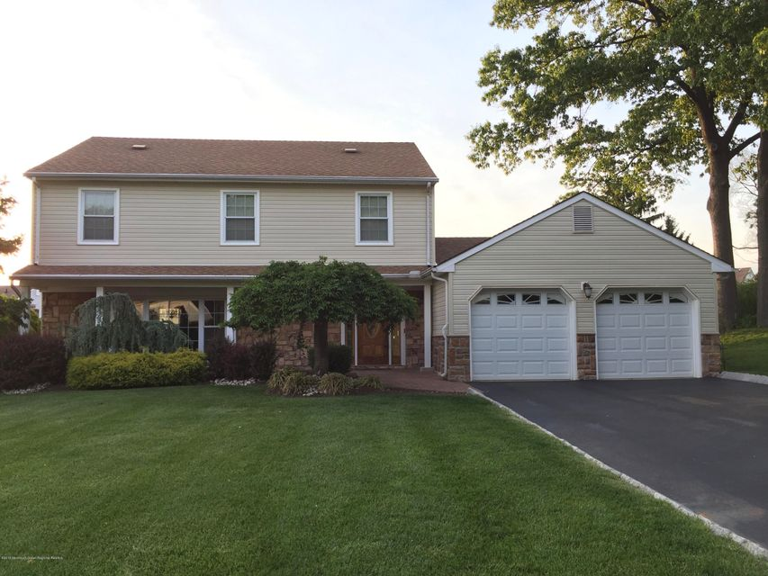 11  Squire Court, Holmdel, New Jersey
