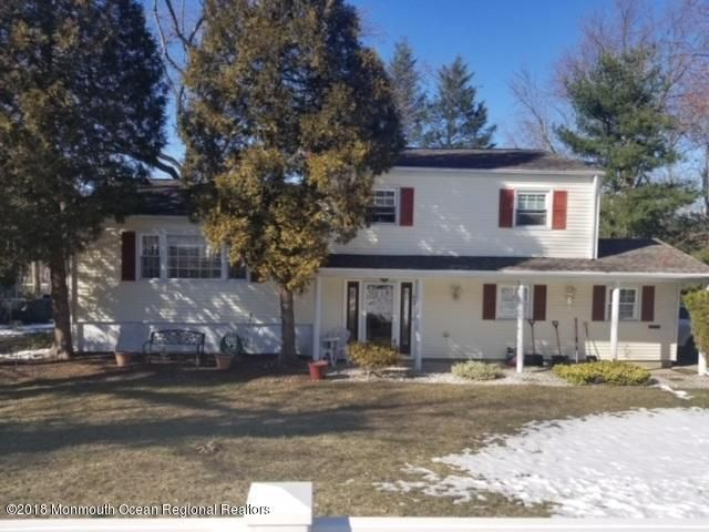 Single Family Home for Sale at 43 Cherry Tree Farm Road 43 Cherry Tree Farm Road New Monmouth, New Jersey 07748 United States
