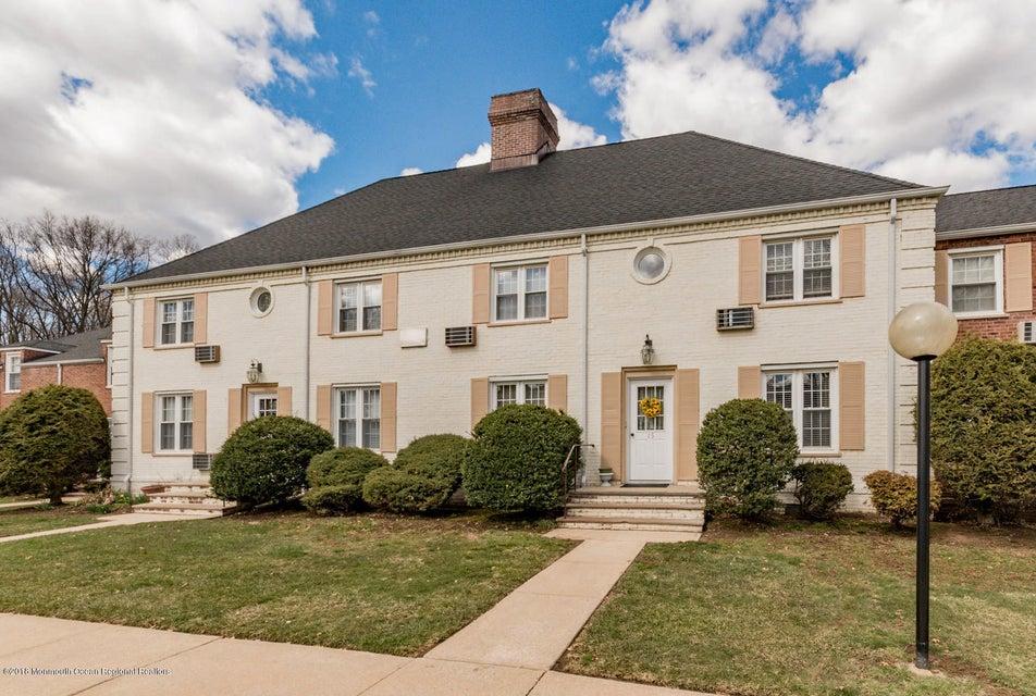 Maison unifamiliale pour l Vente à 15b Parkway Village 15b Parkway Village Cranford, New Jersey 07016 États-Unis