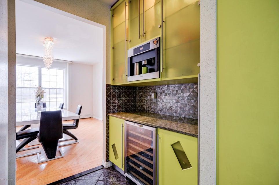 Additional photo for property listing at 7 Heathrow Court 7 Heathrow Court 万宝路, 新泽西州 07746 美国