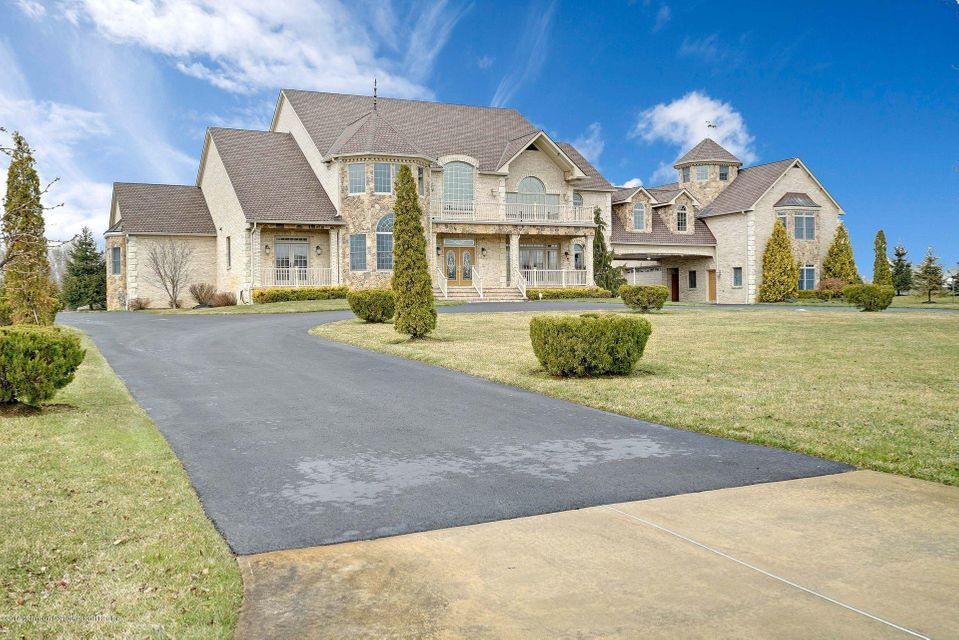 Additional photo for property listing at 8 Joan Drive 8 Joan Drive Millstone, New Jersey 08510 Vereinigte Staaten