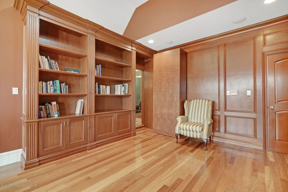 Additional photo for property listing at 8 Joan Drive 8 Joan Drive Millstone, 新澤西州 08510 美國