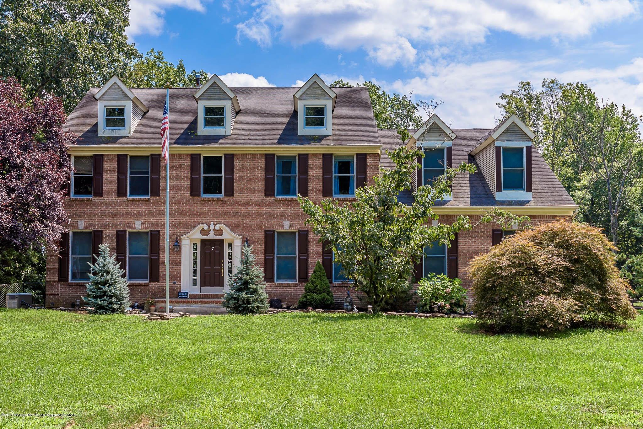 独户住宅 为 销售 在 7 Olde Noah Hunt Road 7 Olde Noah Hunt Road Millstone, 新泽西州 08510 美国