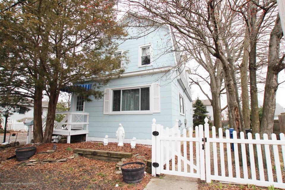 Casa Unifamiliar por un Venta en 768 Monmouth Parkway 768 Monmouth Parkway North Middletown, Nueva Jersey 07748 Estados Unidos