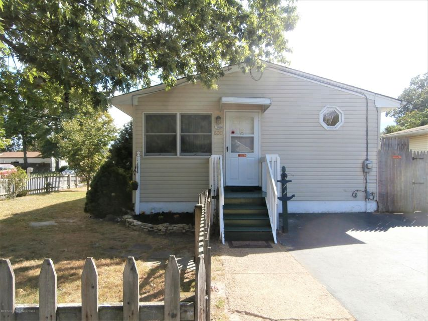 独户住宅 为 销售 在 600 Poplar Street 600 Poplar Street Lakehurst, 新泽西州 08733 美国