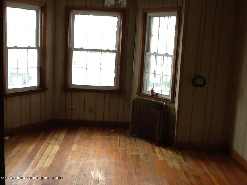 Additional photo for property listing at 26 Honiss Street 26 Honiss Street Belleville, Nova Jersey 07109 Estados Unidos