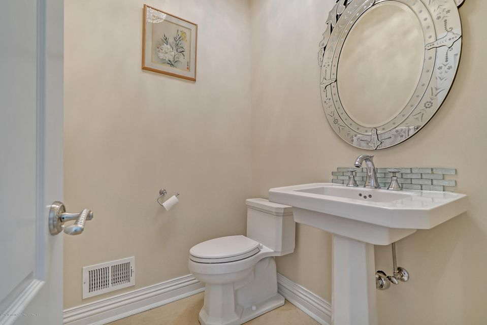 Additional photo for property listing at 12 Chaser Court 12 Chaser Court Holmdel, ニュージャージー 07733 アメリカ合衆国