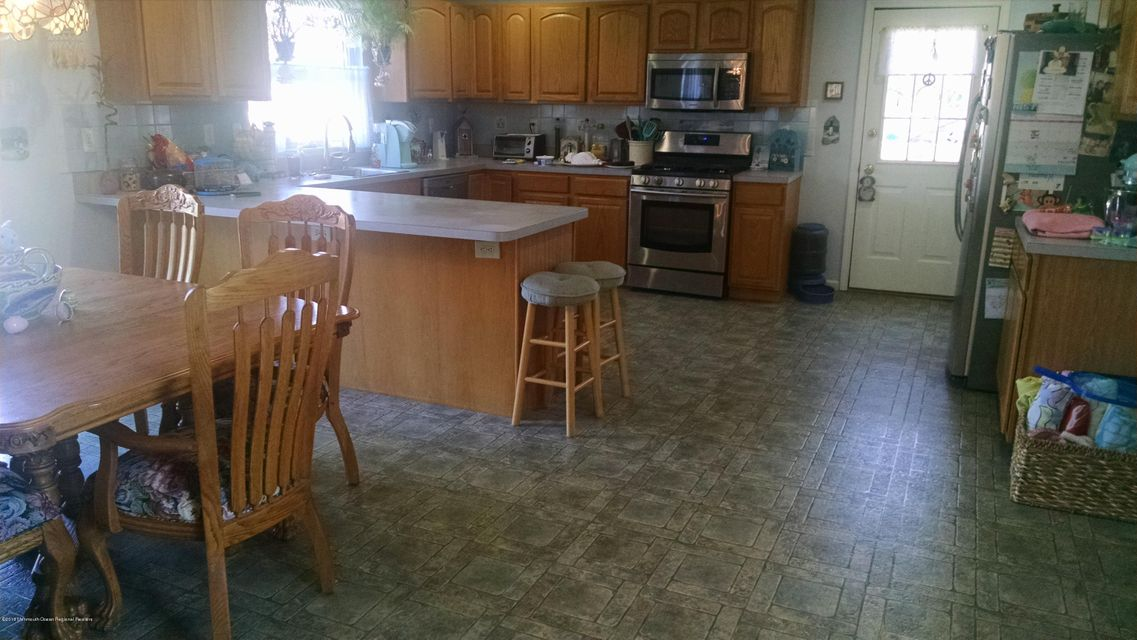 Additional photo for property listing at 383 Old Toms River Road 383 Old Toms River Road Brick, New Jersey 08723 Vereinigte Staaten