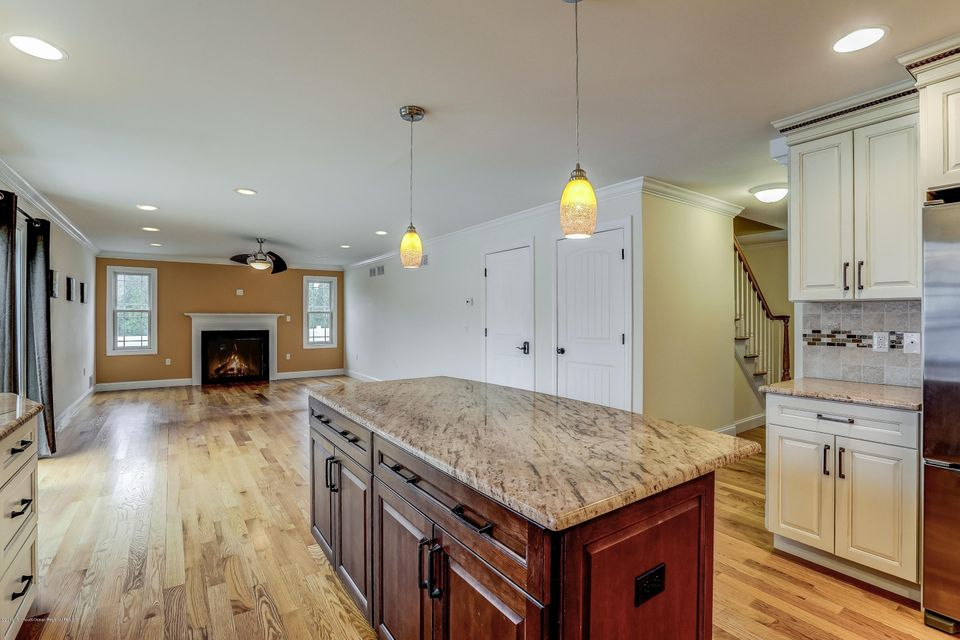Additional photo for property listing at 700 Schoolhouse Road 700 Schoolhouse Road Brielle, New Jersey 08730 États-Unis