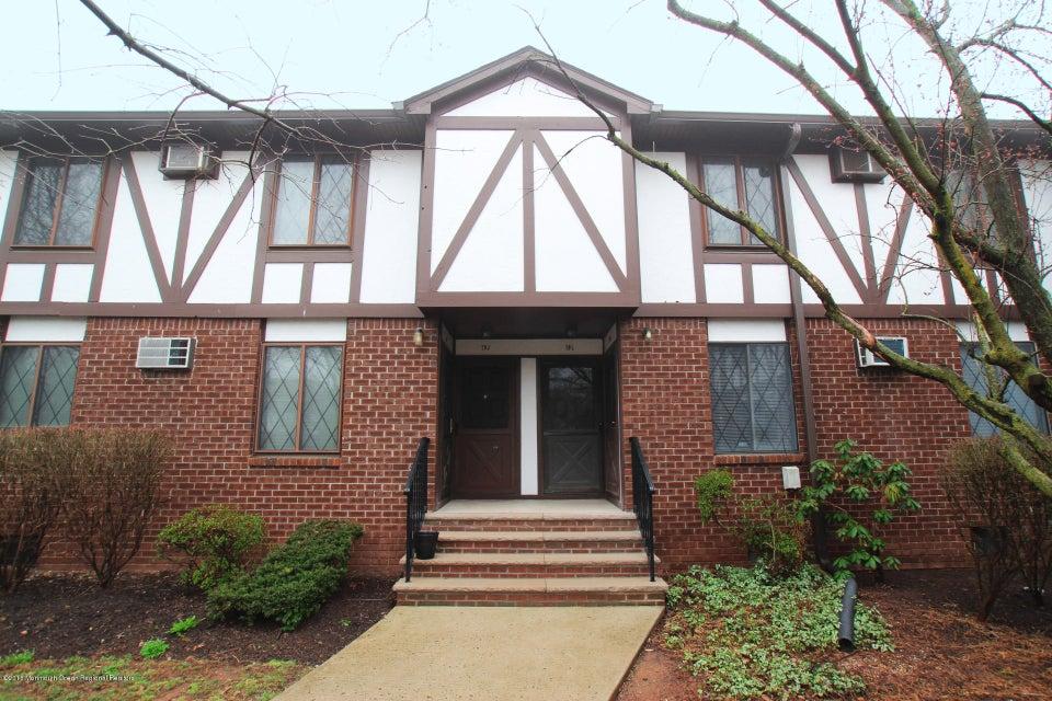 独户住宅 为 销售 在 79 Farm Road 79 Farm Road 希尔斯堡, 新泽西州 08844 美国