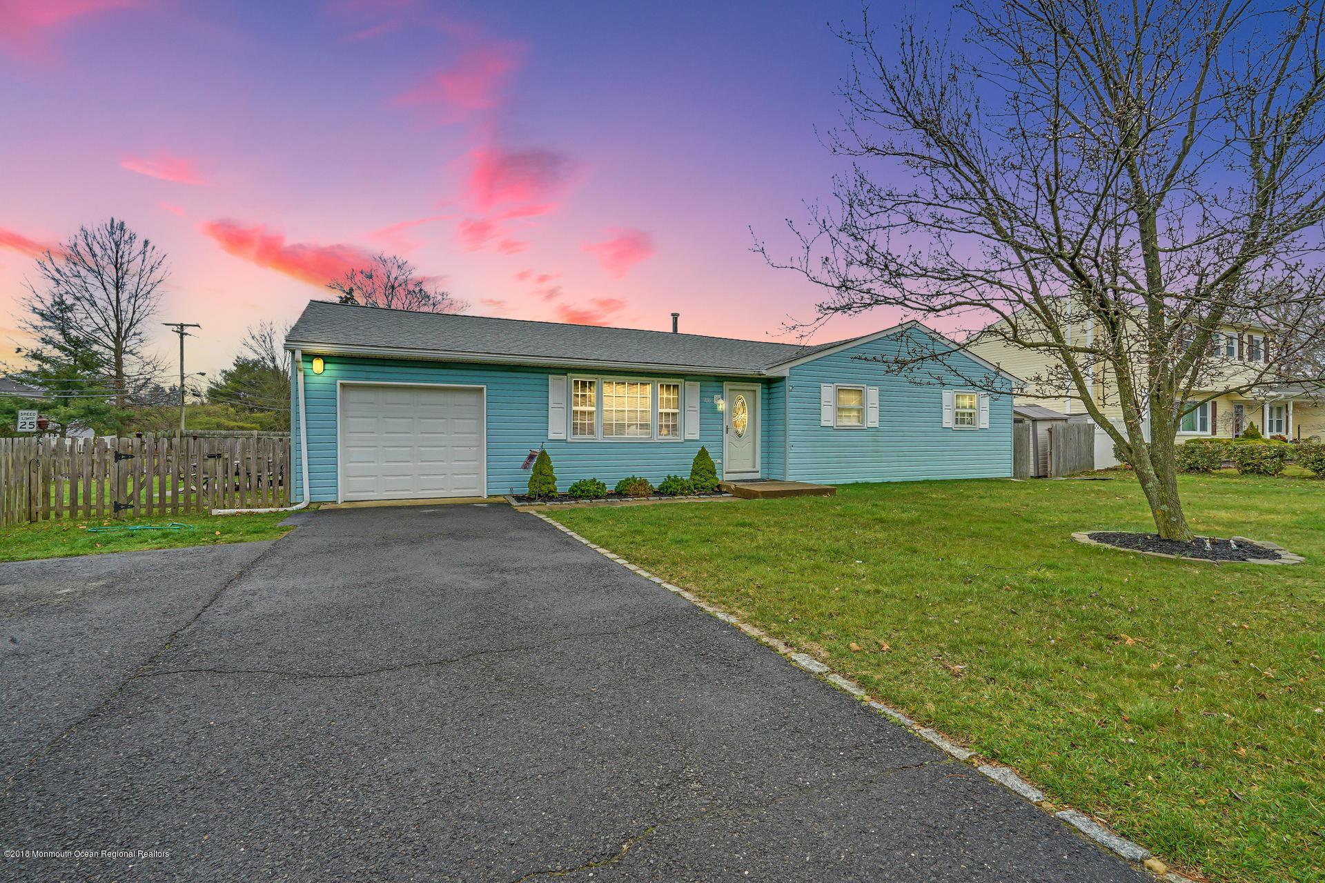 獨棟家庭住宅 為 出售 在 700 Hardean Road 700 Hardean Road Brick, 新澤西州 08724 美國