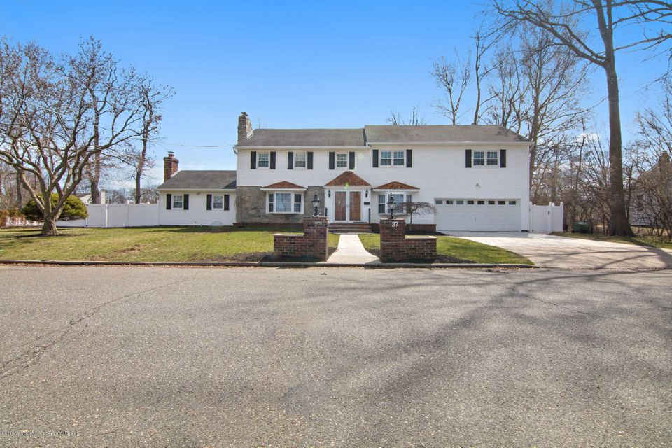 Einfamilienhaus für Verkauf beim 37 Park Avenue 37 Park Avenue Eatontown, New Jersey 07724 Vereinigte Staaten