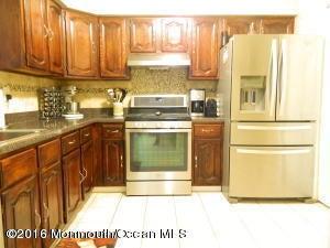 共管式独立产权公寓 为 出租 在 239 Perth Hill Court 239 Perth Hill Court 亚伯丁, 新泽西州 07747 美国